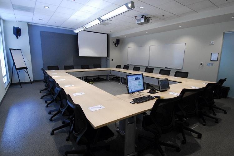 hệ thống chiếu sáng trong phòng họp