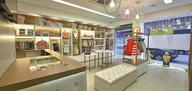 bố trí nội thất trong cửa hàng thời trang nhí